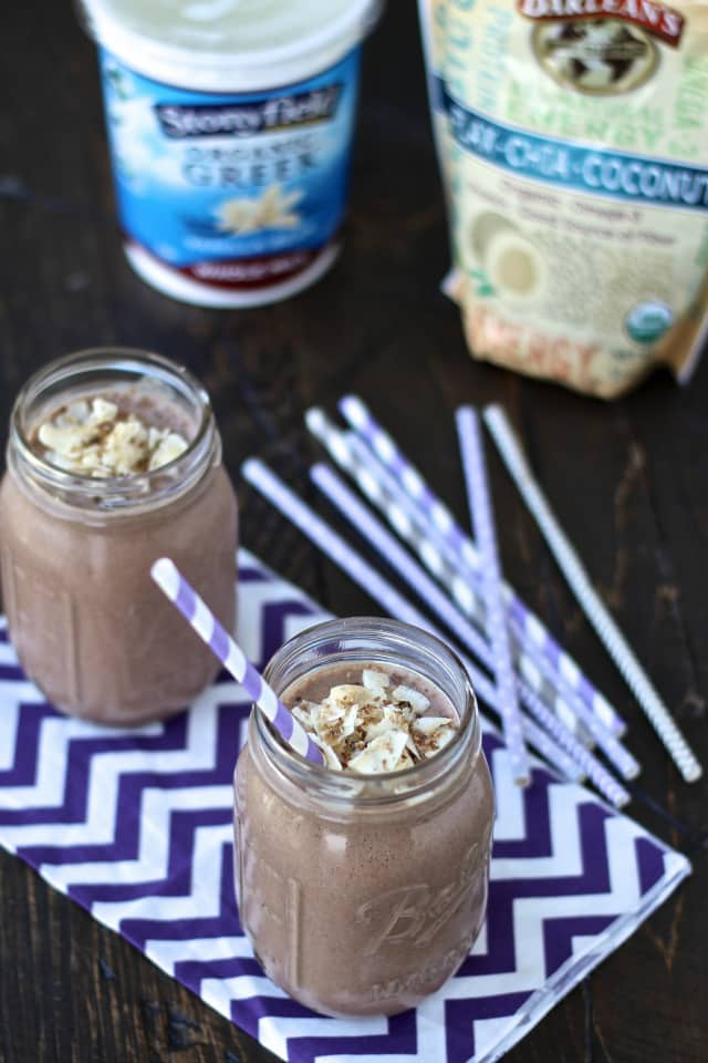 Chocolate Banana Date Smoothie | @foodiephysician