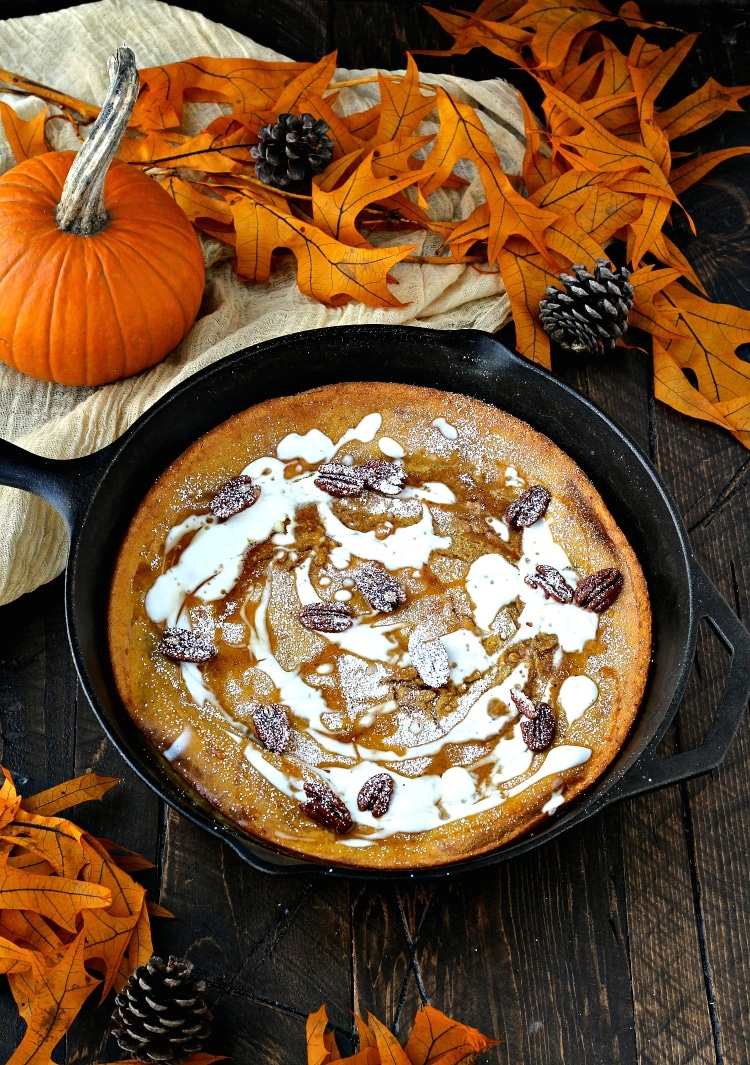 Packed with the rich flavors of fall, this Pumpkin Spice Dutch Baby is the perfect dish to wake up to! | @foodiephysician