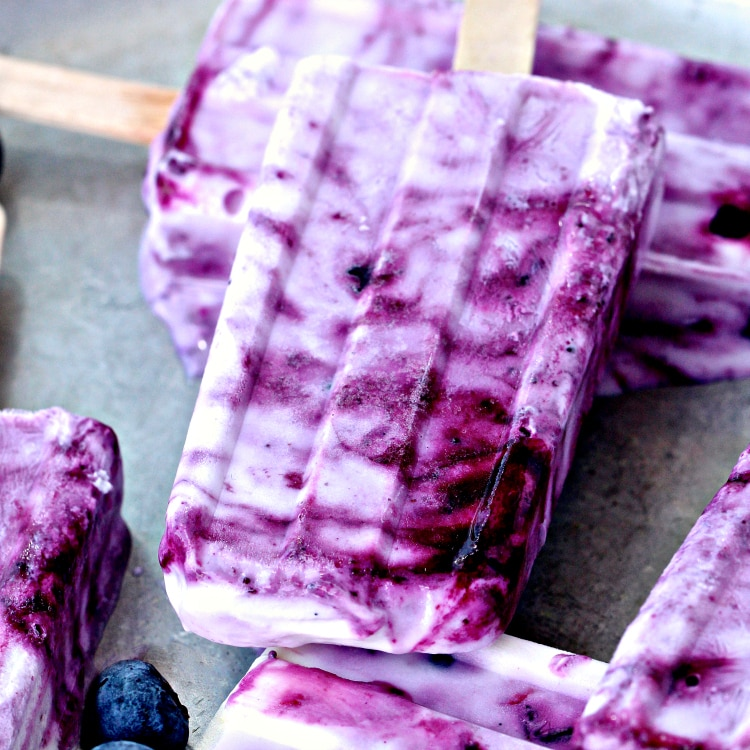 4 Ingredient Blueberry Yogurt Popsicles | @foodiephysician